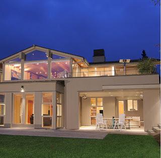 Facha de casa que combina lo clásico y lo moderno