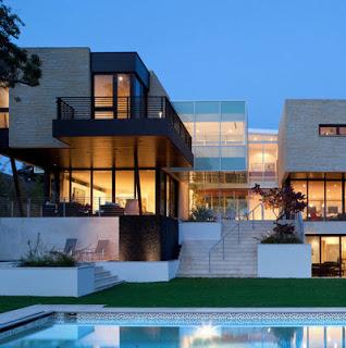Casa con piscina y amplios volúmenes