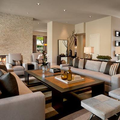 Grandes muebles en sala grande