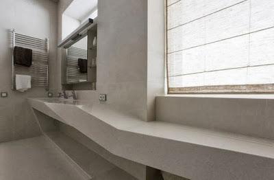 Cuarto de baño de la casa en la colina