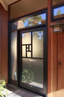 Diseño de puerta de casa remodelada