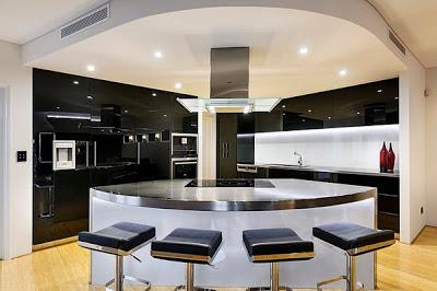 Diseño de cocina contemporánea en colores brillantes