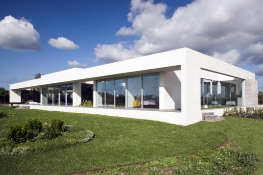 Fachada de casa minimalista monocromática