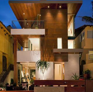 Tres pisos exterior de madera