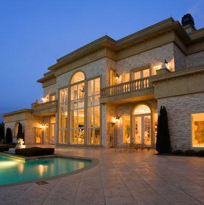 Fachadas de casas de lujo dise o l neas y estilos fotos for Mansiones con piscina