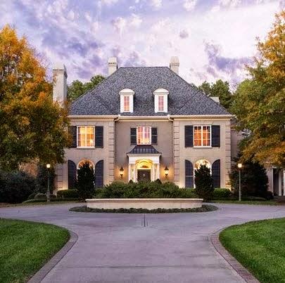 Fachadas de casas de lujo dise o l neas y estilos fotos for Casa rodante clasica