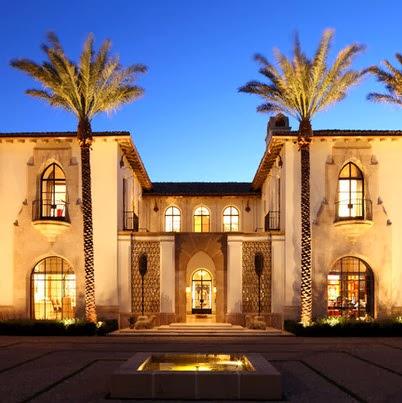 Fachadas de casas de lujo dise o l neas y estilos fotos for Disenos de casas clasicas