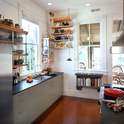 Cocina con piso laminado brillante