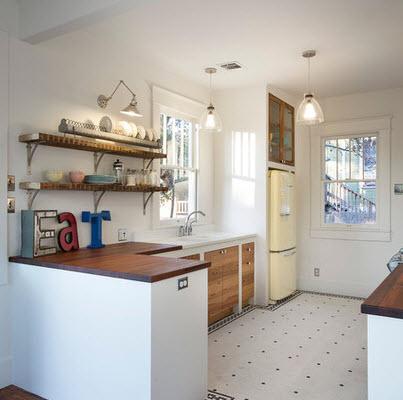 Cocina con pisos de color blanco decorados
