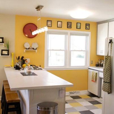 Pequeña cocina con pisos de colores