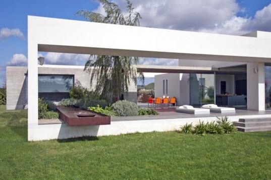 Vista de casa minimalista desde el exterior