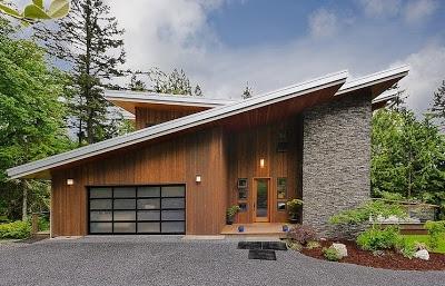 fachada de casa en la montaña