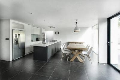 Diseño de cocina moderna en casa con ampliación