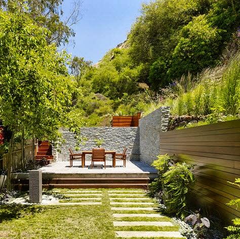Cercos perim tricos para casas dise os en diferentes for Jardines con madera y piedra