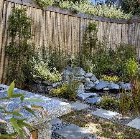 Cerco de bambú en diseño de jardín japonés