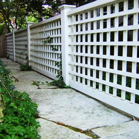 Típico cerco de casa en color blanco