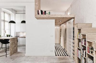 Detalles del minidepartamento escaleras de madera vista a la cocina