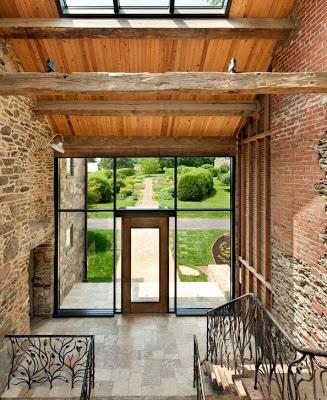 Diseño interior de casa rústica remodelada