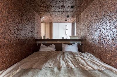 Dormitorio especial para una casa que funciona con energía solar