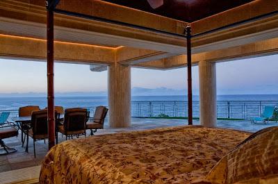 Dormitorio de la mansión con vista al mar