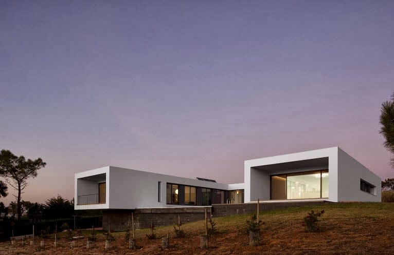 dise o de casa moderna en forma de u frente al mar