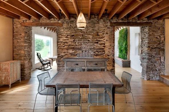 Remodelaci n de casa de piedra y madera en el campo for Remodelacion de casas
