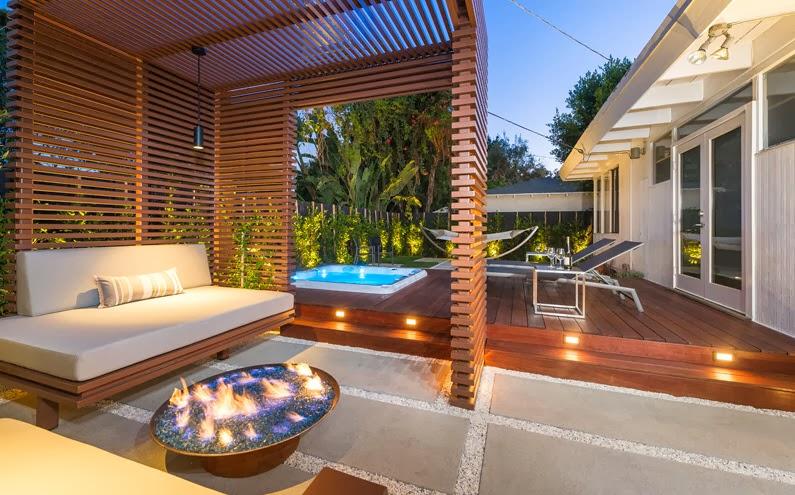 Diseño De Una Moderna Terraza De Madera De Una Casa En La
