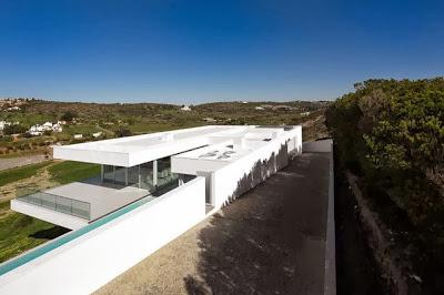 Vista del techo de la casa desde el cerro
