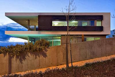 Vista de perfil de casa moderna de playa