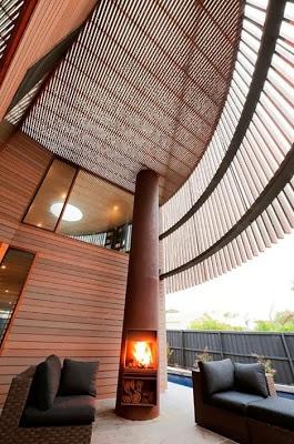 La sala circular de casa de madera