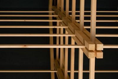 Detalle de estructura de madera vista de abajo