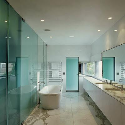 Diseño de cuarto de baño moderno de casa de playa