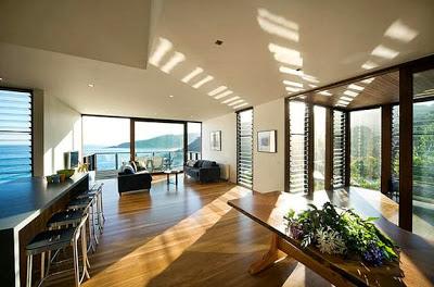 Diseño de interiores de casa árbol frente al mar