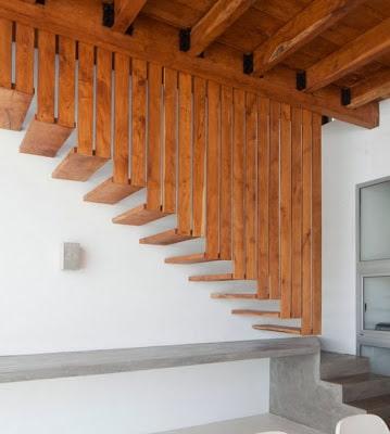 Diseño de moderna escalera de madera