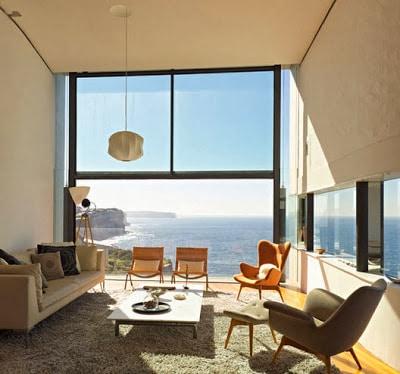 Diseño de sala ubicada frente al mar