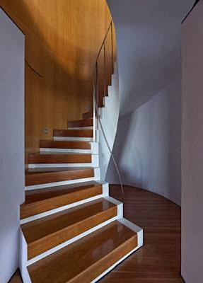 Dsieño de moderna escalera circular de madera
