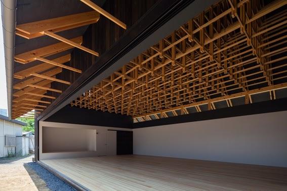 Dise o de estructura de madera para espacios amplios for Techos modernos exterior