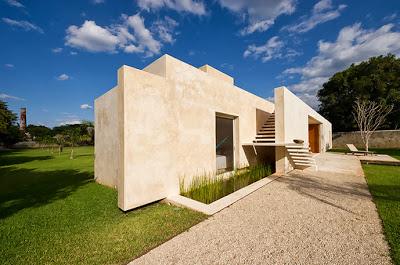 Paredes de la casa hacienda hecho de hormigón blanco