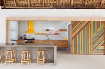 Moderna cocina natural, techo de paja