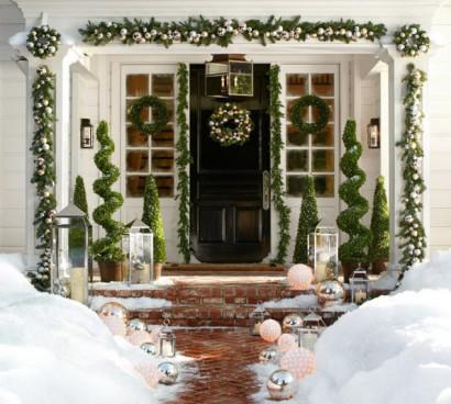 Decoración por navidad de fachada de casa