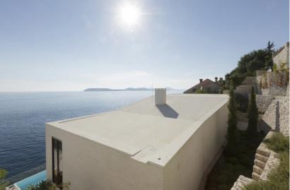 Detalle del techo de hormigón de casa de playa