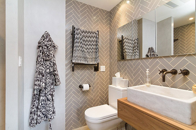 Cuarto de baño con cerámica delgada