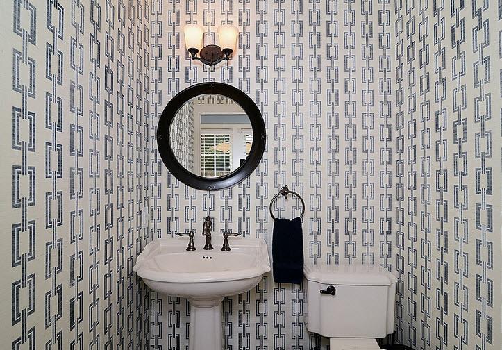 Diseño de cuarto de baño con cerámica blanca y negra