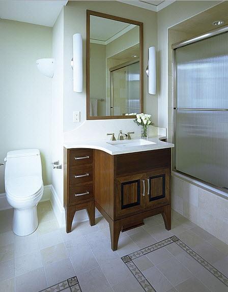 Diseño de cuarto de baño clásicos con mueble de madera