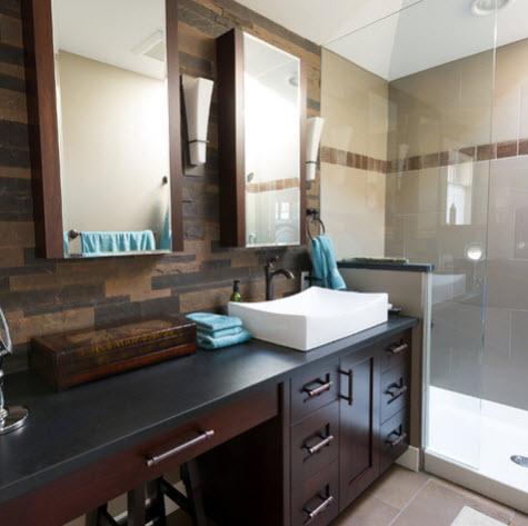 Diseño de cuarto de baño de T Russell Millwork Ltd.