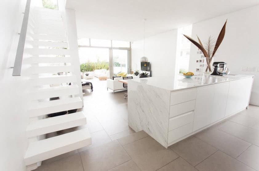Diseño de escalera en casa angosta