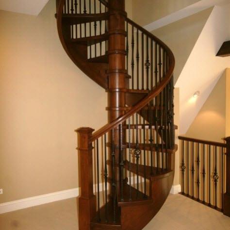 Dise os de escalera en espiral o caracol de metal y madera for Ver escaleras de caracol