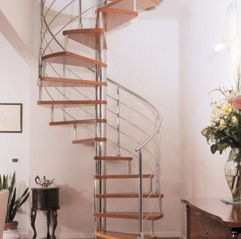 Diseño de escalera en espiral  cromada
