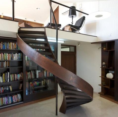 Diseño de escalera en espiral hecho de madera para mezzanines