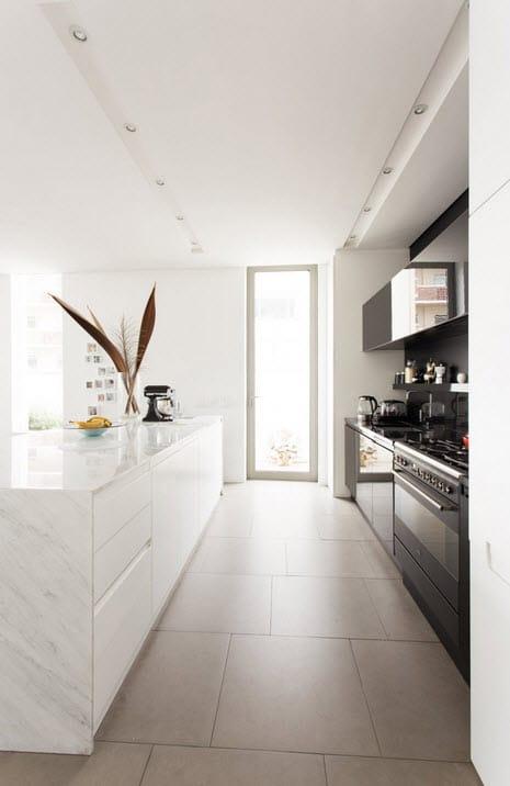 Dise o de casa angosta fachada y dise o de interiores for Diseno de cocina de 2 metros